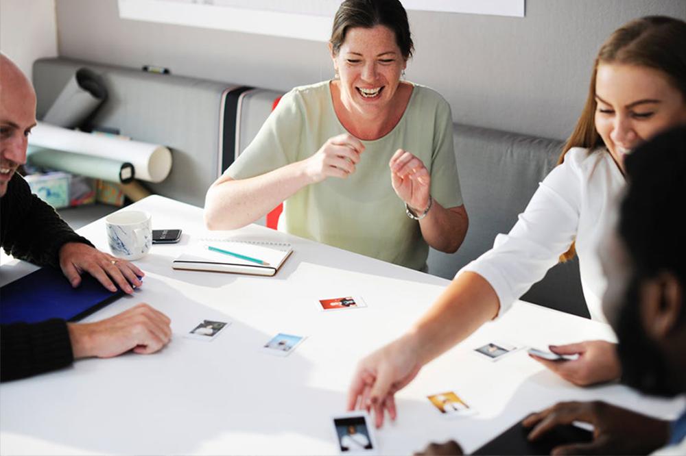 happy-people-make-happy-workplaces-sally-bibb-blog-cc-pexels